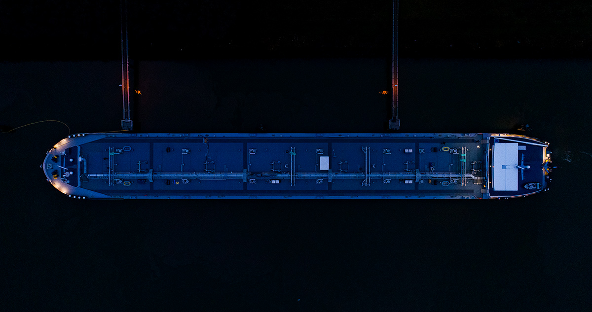 MTS Dortsman bovenaanzicht in de avond